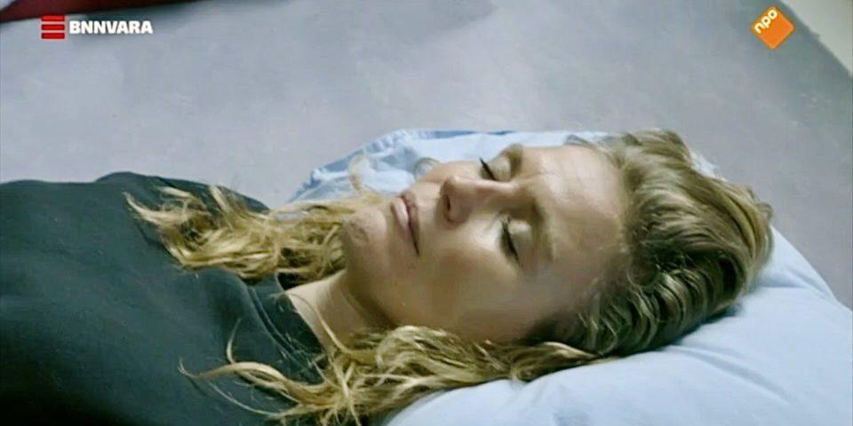 Sophie Hilbrand neemt deel aan de Slaapcursus voor een speciale aflevering over slaap van 'Sophie in de Mentale Kreukels' (BNN VARA)